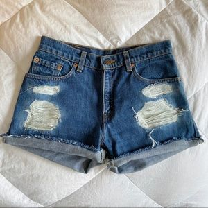 Ripped Levi's jean short✨